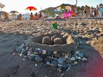 Castillo en la playa de los Cocones