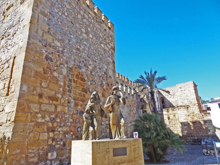 Antequera - Estatua expulsados y muralla