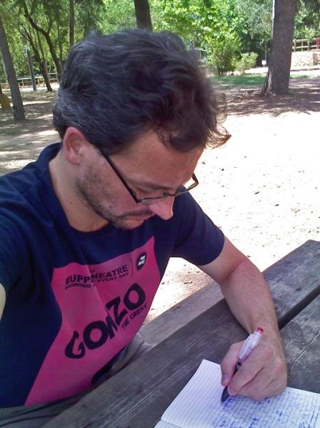 Benjamín Recacha García - Escribiendo
