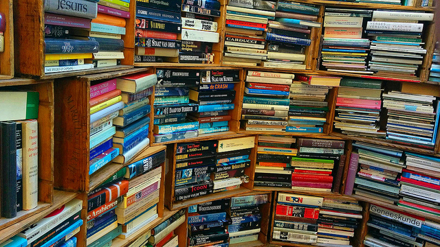Resultado de imagen de montones de libros