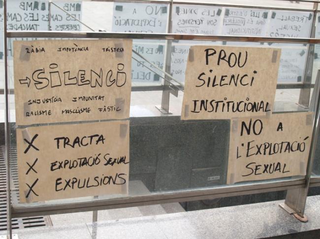 carteles contra la trata Badalona